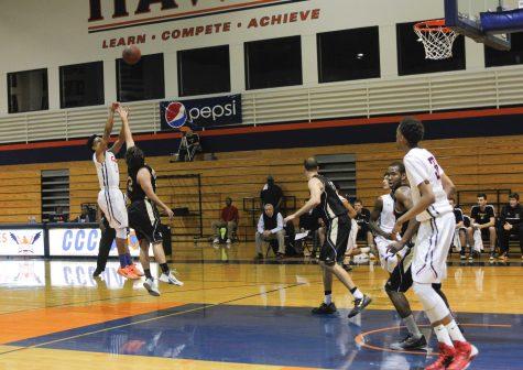 Men's basketball wins first playoffs match, continues 13 game winning streak