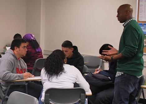 Freshman seminar promotes college success