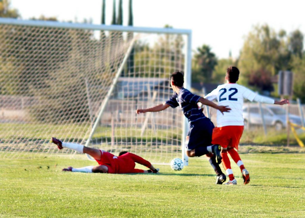 Mens soccer capture elusive victory, defeat College of the Sequoias