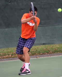 Men's tennis battles in last home matches of season, lose to Fresno City