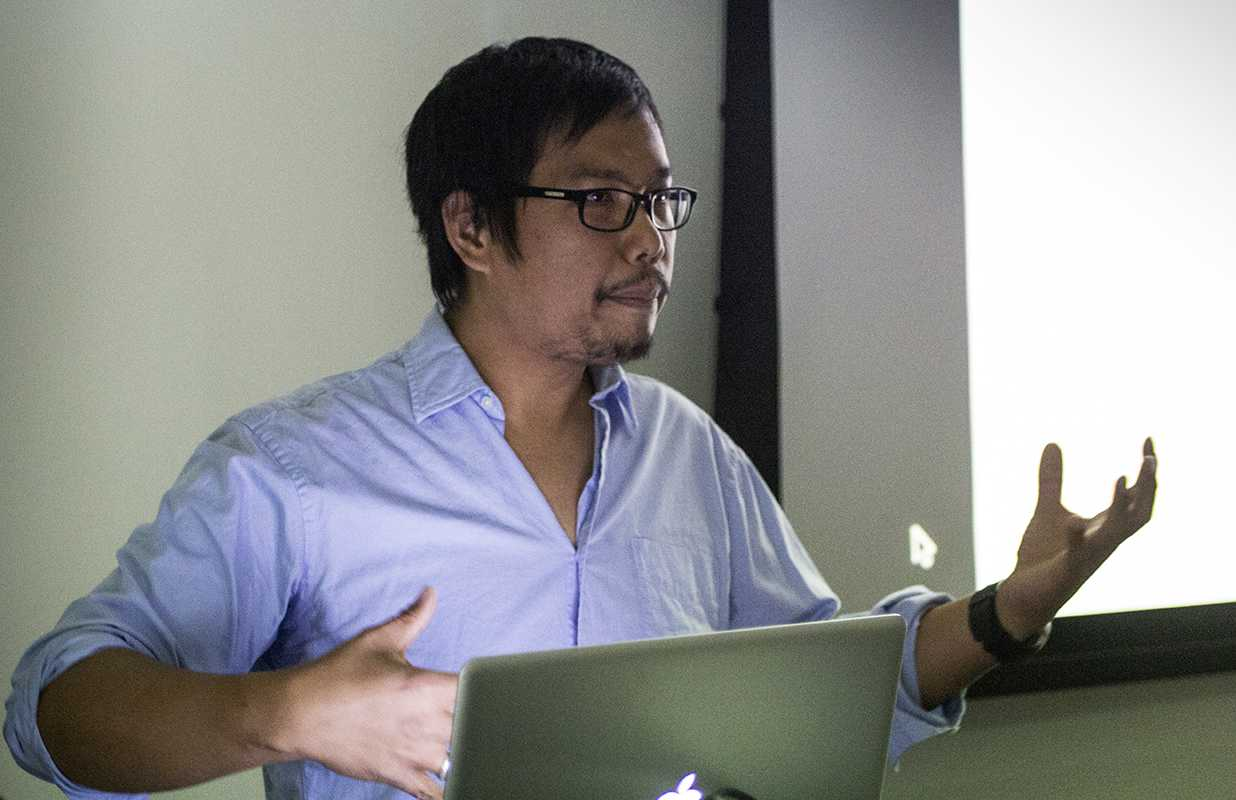 Alumnus and documentary photographer  Andri Tambunan spoke to CRC photography students and shared his body of work on Nov. 7.