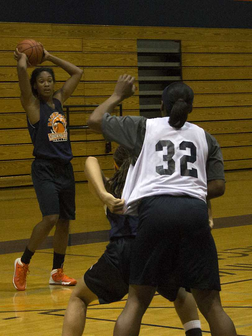Cosumnes River College Hawks' basketball freshman forward Empres Barner looks to deliver a pass in practice on Dec. 3. After five years away from the sport, Barner has returned to the court after seeking out team head coach Coral Sage.