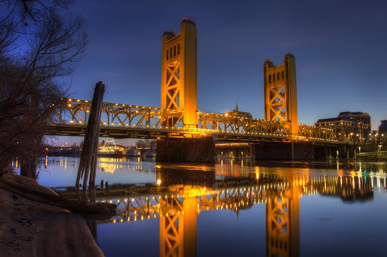 Sacramento%27s+Tower+Bridge+represents+a+gateway+into+the+heart+of+the+city.