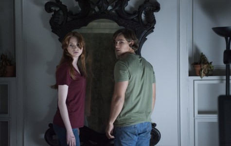 Kaylie (Karen Gillan) and her brother Tim (Brenton Thwaites) attempt to destroy the mirror that tormented their childhoods and possessed their father to murder their mother.