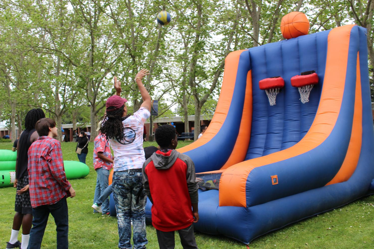 Students+participated+in+different+activities%2C+such+as+playing+inflatable+basketball+hoop.
