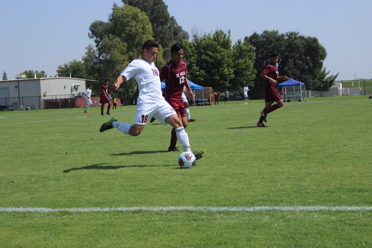Freshman+midfielder+Ivan+Gutierrez+drives+the+ball+at+the+end+of+the+Hawks%27+game+against+De+Anza+on+Sept.+8.