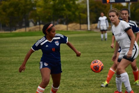 Women's soccer demolishes losing streak in blowout victory