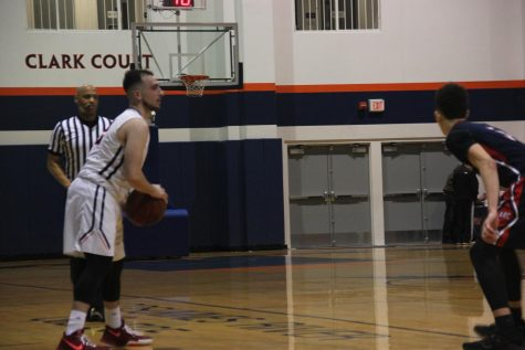 Men's basketball wins first playoffs match, continues 13 game winning streak