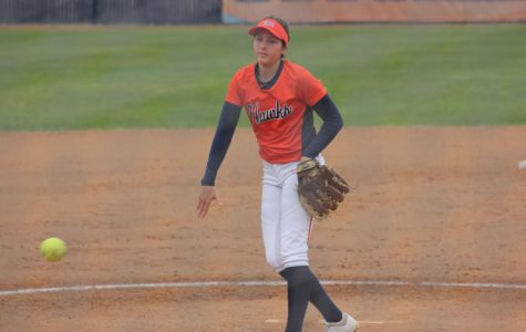 Hawks win doubleheader against Pirates