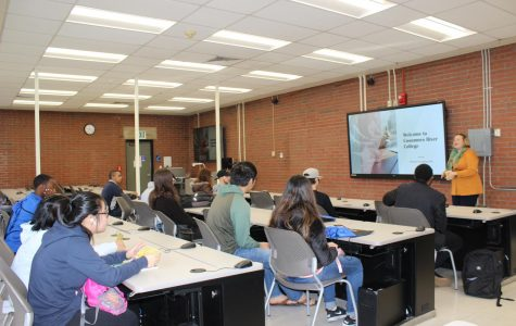 Counselor Ea Edwards gives a presentation on Jan. 13 to the incoming students about programs offered at Cosumnes River College. Edwards gave information about the Business and Computer Science program. Students interacted and asked questions.